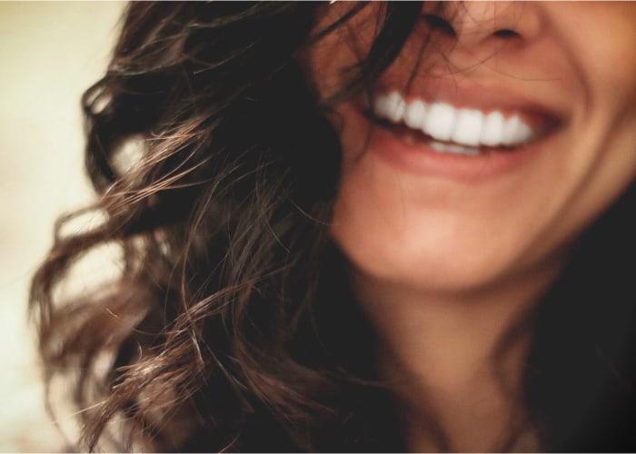 persona-con-una-dentadura-sana-y-blanca